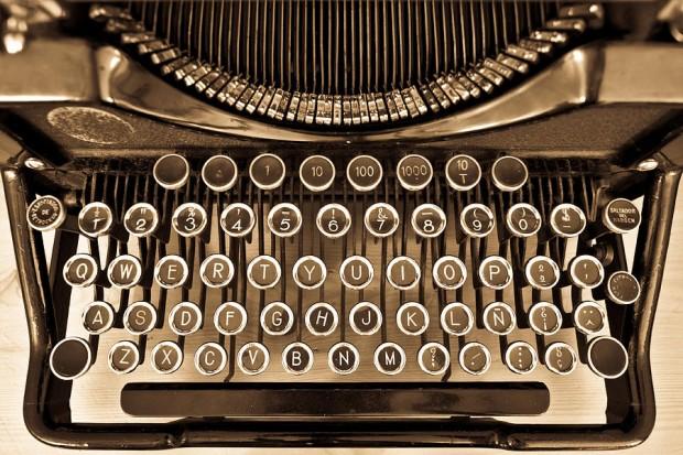 antique-typewriter-juan-r-velasco