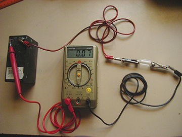 Measuring current with the meter in series