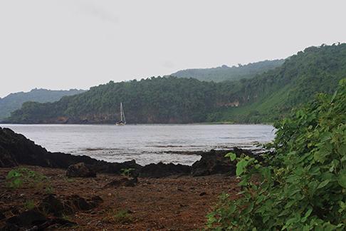Horizon at anchor at Sasara Twin Waterfall Bay