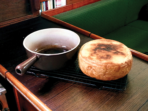 bread-cooked-in-cast-iron