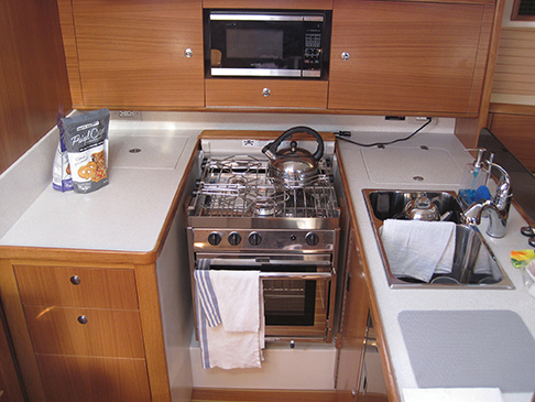 catalina-425-galley
