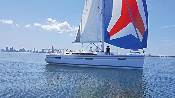 catalina-425-sailing