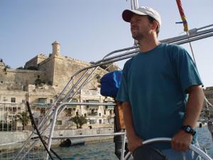 Markus pilots Namani past fortifications to customs