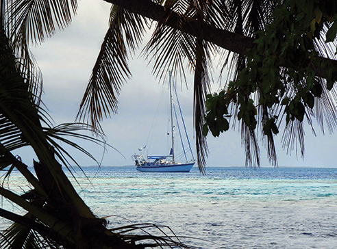 Alba anchored off Motu Atutahi