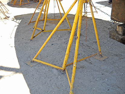 sv-shannon-stand-note-the-metal-plates-under-each-foot-on-each-stand