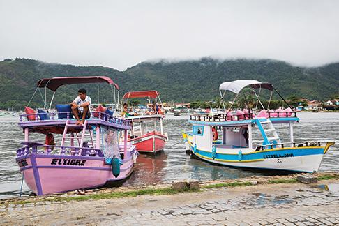 Paraty tour boats