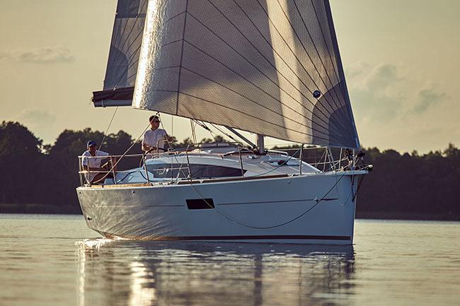 Jeanneau Sun Odyssey 319 | Cruising Compass