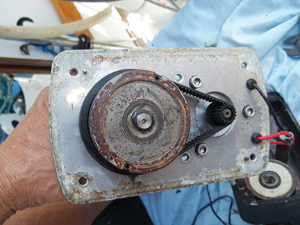 (Raymarine linear drive) Once the rust was removed from the drive disk and electromagnetic clutch, the actuator worked perfectly
