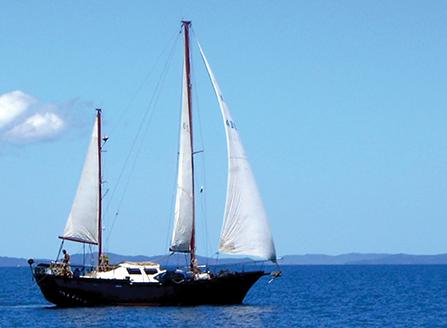 Karaka under sail - madagascar