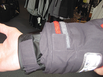 Double velcro cuffs ensure keeping dry
