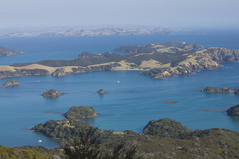 In the Bay of Islands, a smattering of uninhabited isalnds offer anchorages for every wind direction.